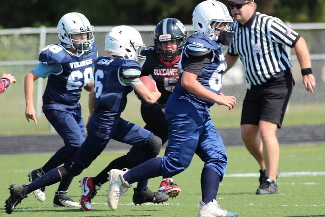 Marysville running back Jack Deitsch follows the blocks of Keegan Smith and Connor Johnson during a recent Junior Football game this fall.