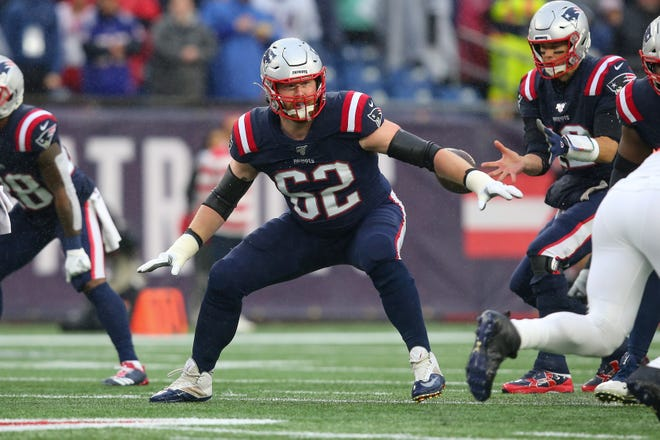New England Patriots offensive lineman Joe Thuney (62) in October 2019 against the Cleveland Browns at Gillette Stadium in Foxborough, Mass. Thuney is joining former Chicago Bear Kyle Long on the Kansas City Chiefs offensive line this season.