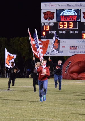 The flags usher in the 2nd half of play as Ballinger hosted the Bangs Dragos.