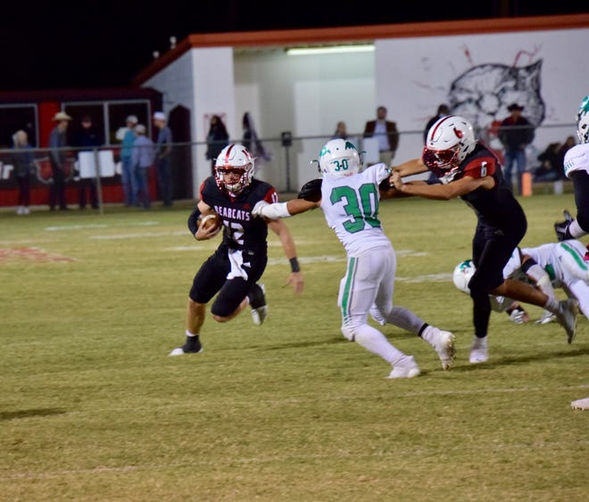 Ballinger quarterback, Carter Arrott, runs the ball on a jet sweep play. Ballinger rushed the ball effectively all night in their 25-13 win over the Bangs Dragons.