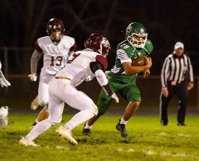 Pennfield's Gabe Scott runs past a defender during the Panthers' win.