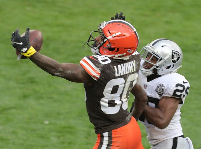 Cleveland Browns' Jarvis Landry makes a one-handed catch as Las Vegas Raiders' Lamarcus Joyner defends on Friday, Nov. 1, 2020 in Cleveland, Ohio, at FirstEnergy Stadium. [Phil Masturzo/ Beacon Journal]