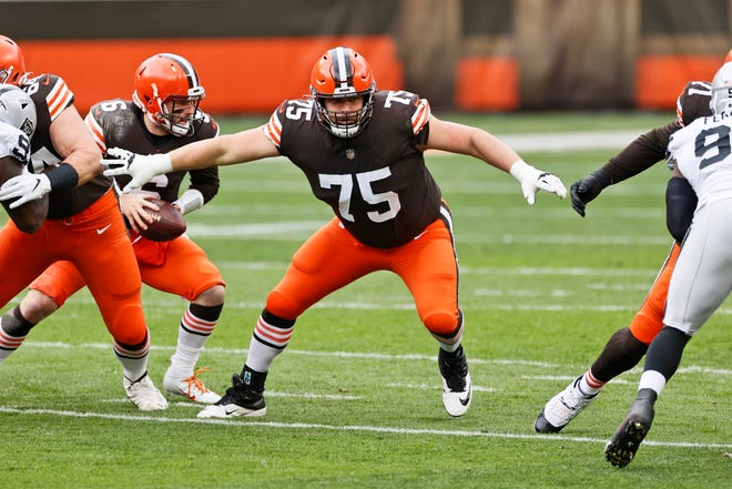 The Browns will be missing guard Joel Bitonio (75), one of their best and longest-tenured players, when the play the rival Pittsburgh Steelers in an AFC wild-card game Sunday night at Heinz Field.  [Ron Schwane/Associated Press]