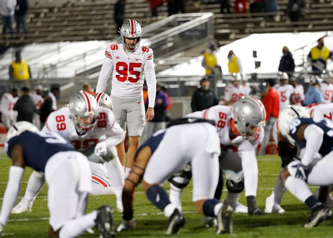 Ohio State kicker Blake Haubeil (95) lines up a point-after try following a first-quarter touchdown against Penn State. Haubeil later left the game with an injury.
