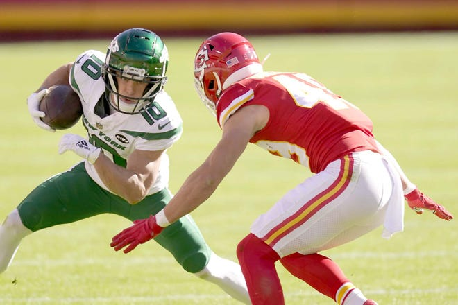 New York Jets wide receiver Braxton Berrios looks for running room against the Kansas City Chiefs' Daniel Sorensen (right) during the first half of Sunday's game in Kansas City, Missouri.
