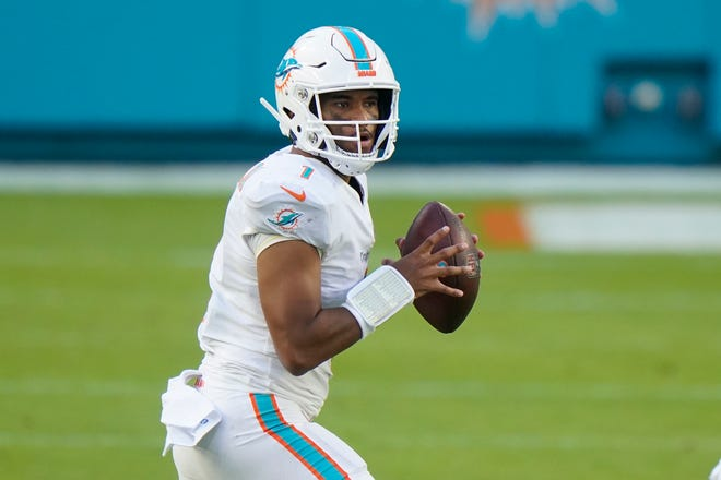Miami Dolphins quarterback Tua Tagovailoa (1) looks to pass the ball during the second half Sunday against the Los Angeles Rams in Miami Gardens.