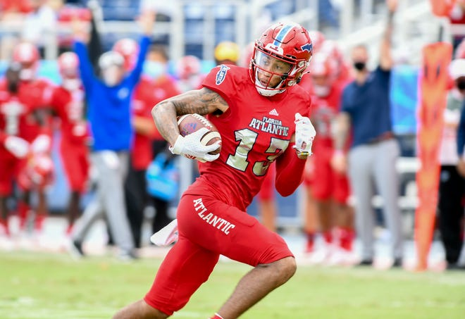 Receiver Aaron Young catches a touchdown pass during FAU's 24-3 win over Texas-San Antonio on Oct. 31. Young has opted out of the rest of the season, coach Willie Taggart said Wednesday.