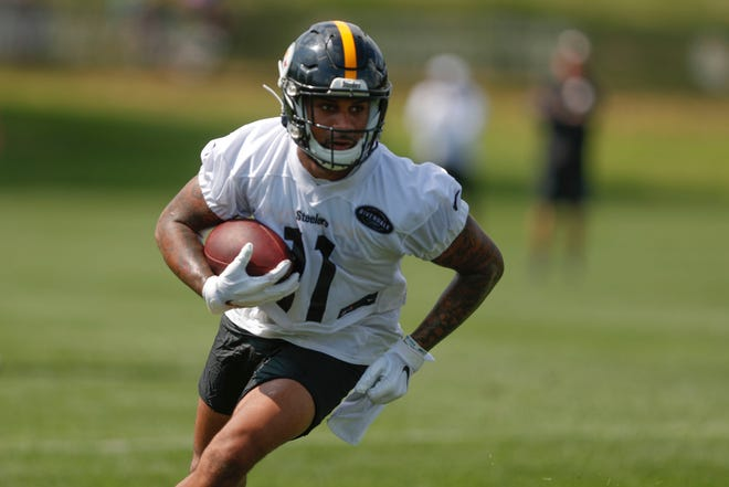 The New England Patriots signed former Pittsburg Steelers wide receiver Donte Moncrief to their practice squad on Wednesday, Nov. 4, 2020.