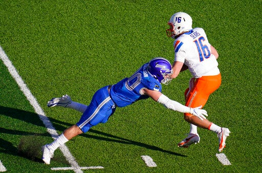 Air Force linebacker Grant Donaldson, left, tries to sack Boise State quarterback Jack Sears in the first half on Saturday at Air Force Academy. [AP photo/David Zalubowski]