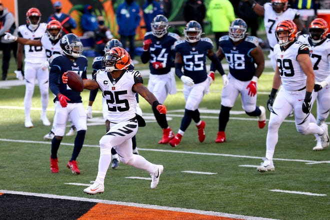 Cincinnati Bengals running back Giovani Bernard (25) scores a touchdown during the second quarter of a Week 8 NFL football game against the Tennessee Titans, Sunday, Nov. 1, 2020, at Paul Brown Stadium in Cincinnati.