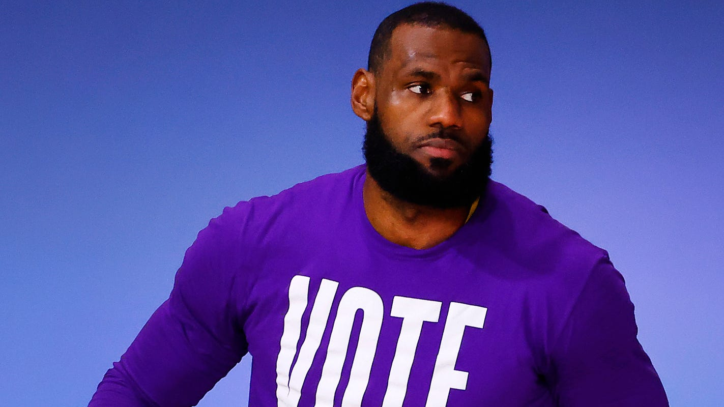 LeBron James celebrates Joe Biden's win with meme of block on Donald Trump says he'll attend White House – USA TODAY