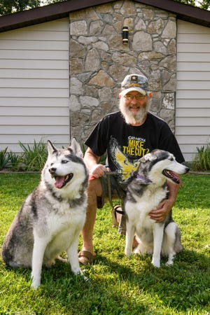 Kevin Bowers is an Army veteran who loves giving second chances to dogs who got a rough start in life. In the spring, he was on his way to pet-sit for his daughter when he began suffering ministrokes. After undergoing a TCAR procedure at MU Health Care to clear his carotid artery, Bowers is walking around the block with his furry friends again.