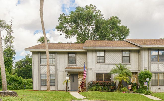 This beautifully updated three-bedroom, two-and-a-half-bath townhome in prestigious Ormond Beach's Arbor Oaks is centrally located, close to parks, shopping, beaches and schools.