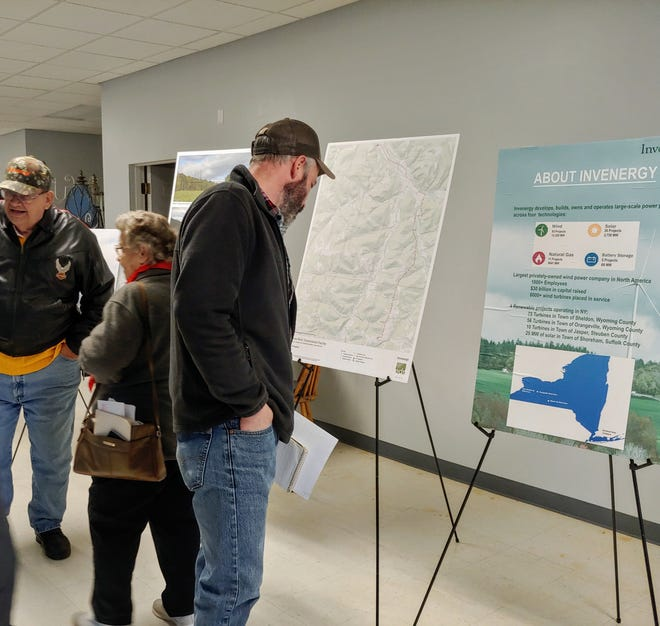 Invenergy hosts a public information session in 2019.