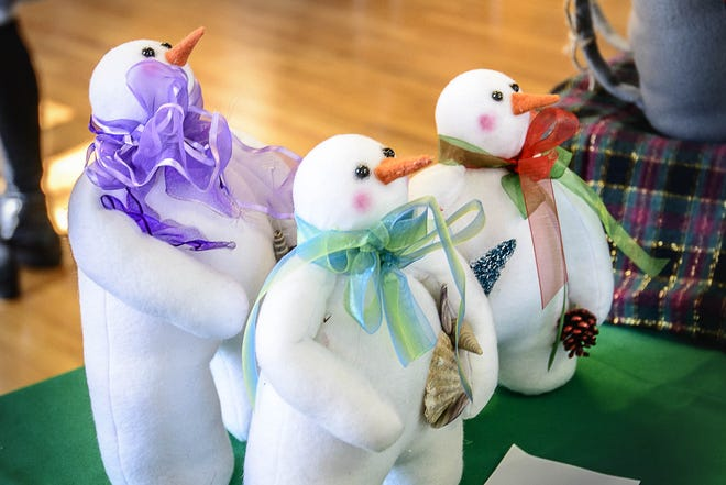 Enjoy do-it-yourself holiday crafts at home, then donate them to needy children or adults.