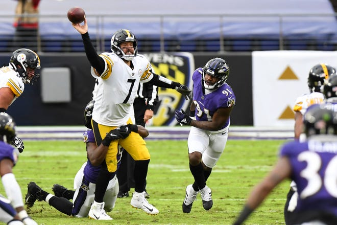 Pittsburgh quarterback Ben Roethlisberger attempts pass during the second half of Sunday's game.