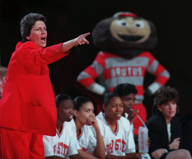 Nancy Darsch shouts instructions to her team during a game against Iowa in 1996.