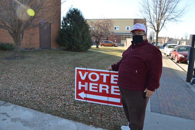 Duane Magsam votes at First Presbyterian Church