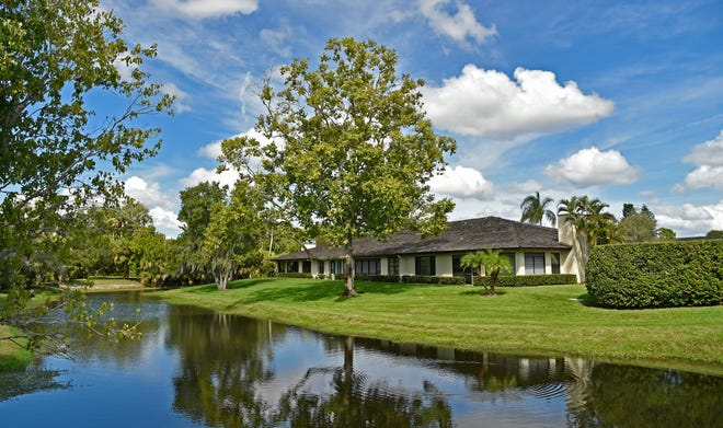 Nestled between Palmer Ranch Parkway and the Country Club of Sarasota off Beneva Road, Ballantrae is a lovely neighborhood in attractive, natural surroundings.