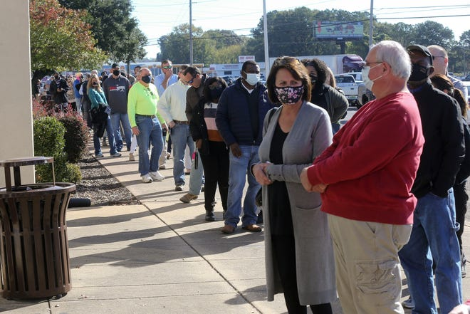 Tuscaloosa County voters stood in long lines at several locations, such as the Northport Municipal Complex, on Election Day, and contributed to strong victories for Republican candidates. [Staff photo/Gary Cosby Jr.]