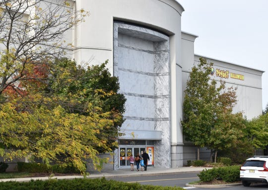 The former Lord + Taylor store at Moorestown Mall would make way for an apartment building under a proposed agreement to bring affordable housing to the shopping center.