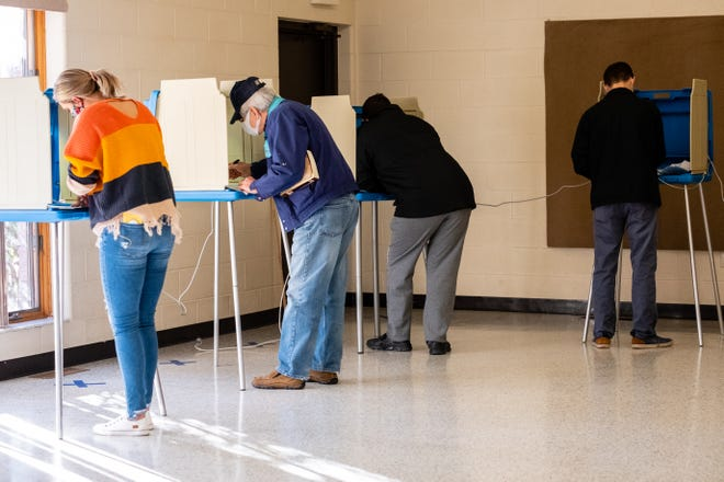 St. Clair residents cast their ballots on Election Day, Tuesday, Nov. 3, 2020, in the precinct 1 polling location at the St. Clair Municipal Building.