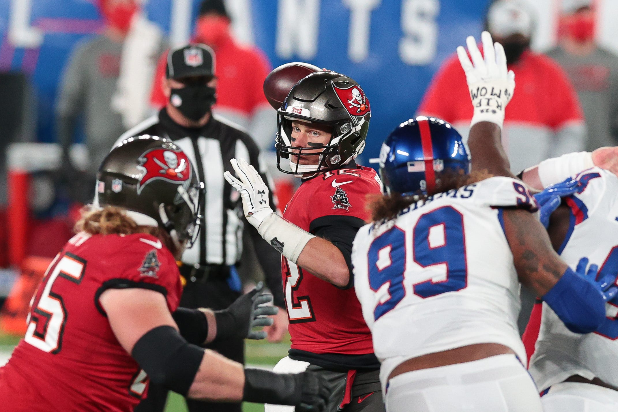 Tampa Bay Buccaneers fend off New York Giants' late rally