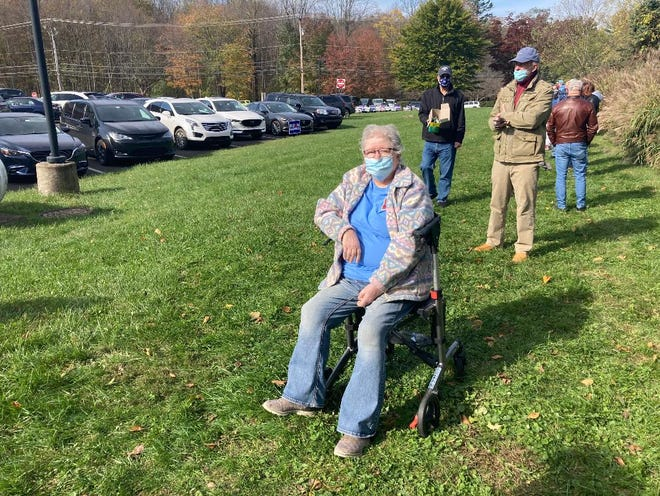Marilyn Hall, 77, of Langhorne, Middletown Township, waits in a two-hour line to vote in the Nov. 3 presidential election. She was offered to go to he head of the line, but declined, saying it wasn't fair for her to butt ahead of about 100 others.