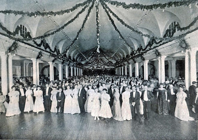 In 1908, the Washington's Birthday Ball, which was held in the cavernous dining room of the Royal Poinciana Hotel, drew some 1,500 people.