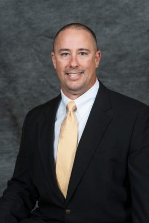Army offensive coordinator Brent Davis