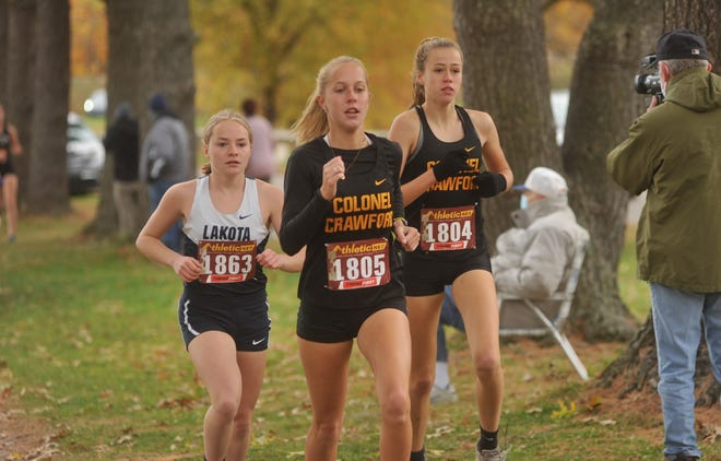 Ally Hocker (1805) and Cecelia Chase (1804) will look to lead the Lady Eagles to a quality showing at state this weekend.