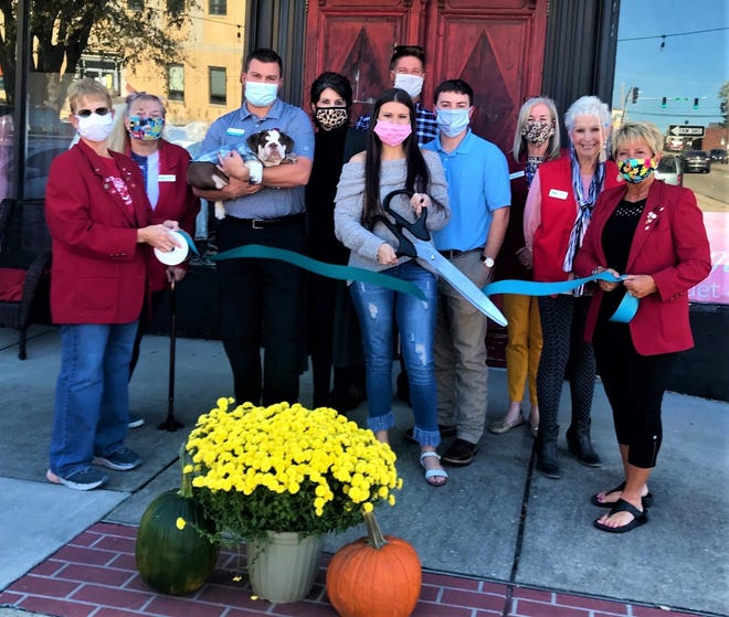 The Mountain Home Area Chamber of Commerce held a ribbon cutting Tuesday for Bloom Babe Bouquet and Boutique, located at East 7th Street on the courthouse square in Mountain Home.