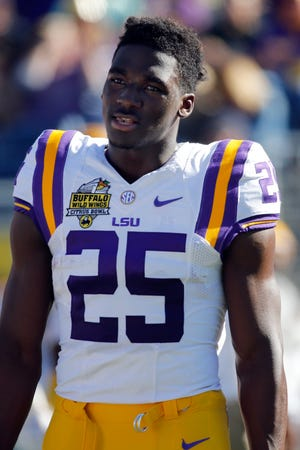 LSU Tigers wide receiver Drake Davis (25) prior to the game at Camping World Stadium on Dec. 31, 2016.