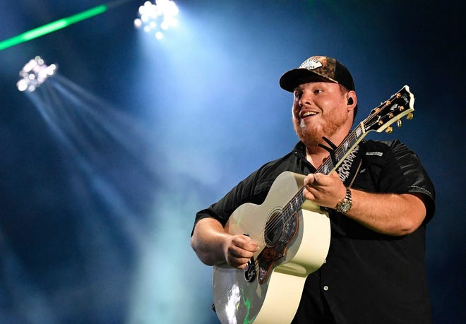 """Luke Combs broke his own streaming record with the re-release of his album """"What You See Is What You Get."""""""