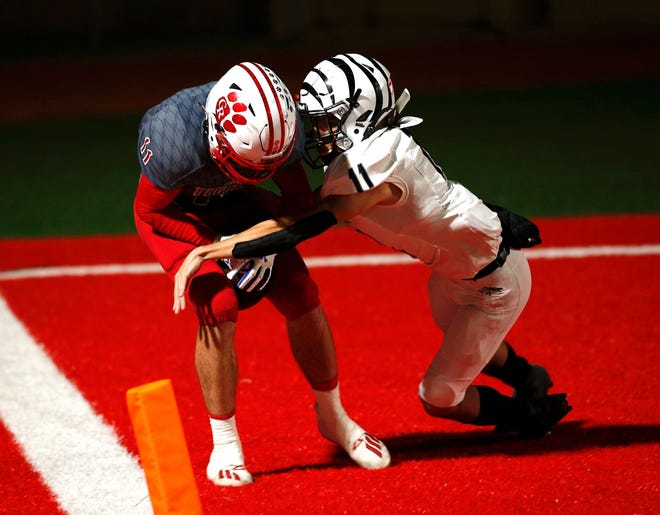 Glen Rose wide receiver Kanyon Keese keeps his feet inbounds while scoring a touchdown against Grandivew last Friday.