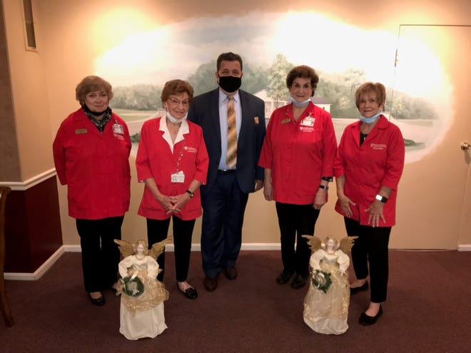 With Celebration of Lights sponsor Ron Spicer, center, from Shorts-Spicer-Crislip Funeral Homes, are, from left, UH Portage Medical Center Auxiliary members Doris Schuler, Jeanne Tondiglia, Angie Reedy and Kathy Pangallo.