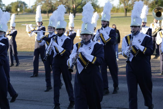The Stephenville High School Yellow Jacket Band is headed to UIL competition after earning top ratings at Saturday's competition.