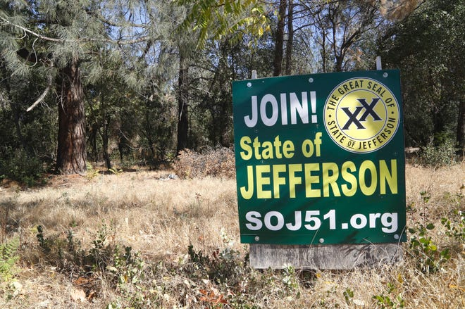 A State of Jefferson sign stands on the northeast corner of Bechelli Lane and South Bonnyview Road on the west side of Interstate 5.