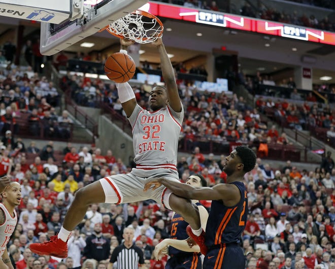 Ohio State Buckeyes forward E.J. Liddell (32) throws down a dunk against Illinois Fighting Illini forward Kipper Nichols (2) during the 1st half of their game at Value City Arena in Columbus, Ohio on March 5, 2020. [Kyle Robertson/Columbus Dispatch]
