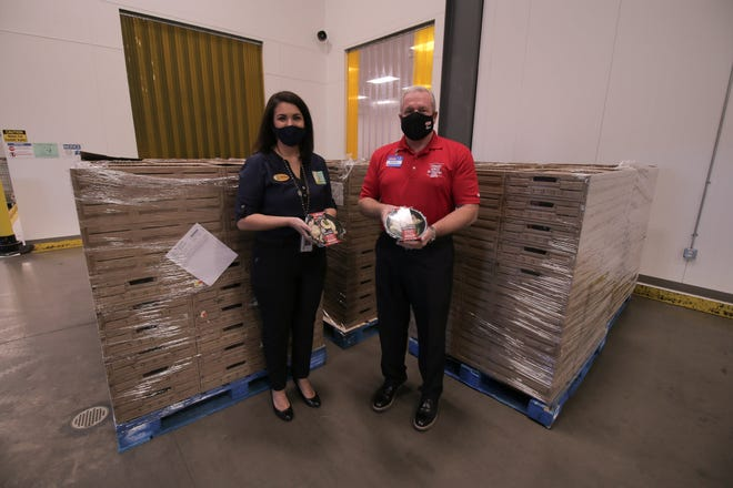 In partnership with the South Plains Food Bank, H-E-B donated holiday meals to Texans in need in Lubbock during an event Thursday.