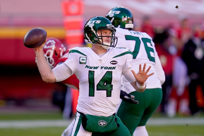 New York Jets quarterback Sam Darnold (14) throws a pass in the second half of an NFL football game against the Kansas City Chiefs on Sunday in Kansas City, Mo.