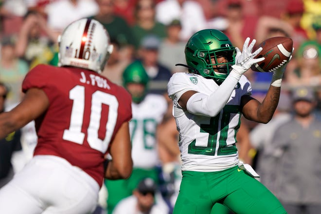 Oregon wide receiver Jaylon Redd catches a pass in front of Stanford linebacker Jordan Fox (10) during the first half of last year's game at Stanford. The Ducks won 21-6.