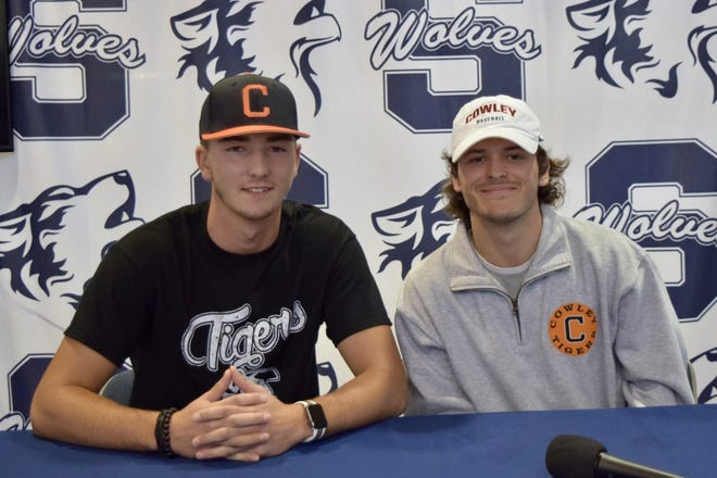 Shawnee High School seniors Brylen Janda (left) and Krew Taylor have signed letters of intent with Cowley County Community College in Arkansas City, Kansas.