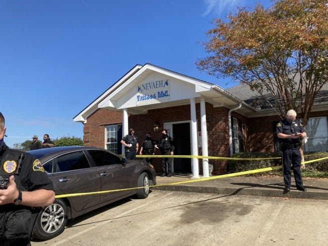 Tuscaloosa police are at the scene of a reported shooting at Neveah Tattoos, located in the 3900 block of Palisades Drive.