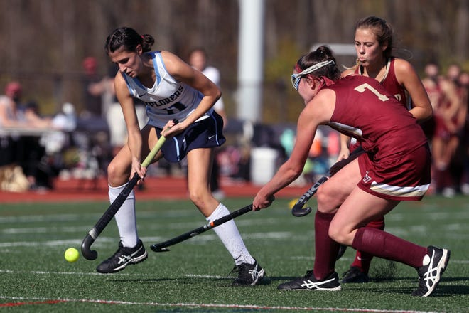 Hudson's Morgan Lindow battles for possession with Watterson's Molly Griffith, and Alex Picolo, right, during the state final game on Saturday.