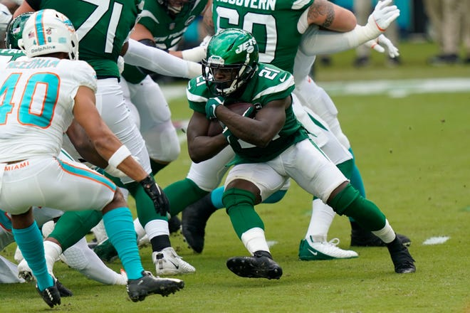 New York Jets running back Frank Gore carries the ball during the game against the Miami Dolphins Oct. 18 in Miami Gardens, Fla. [AP, file / Lynne Sladky]