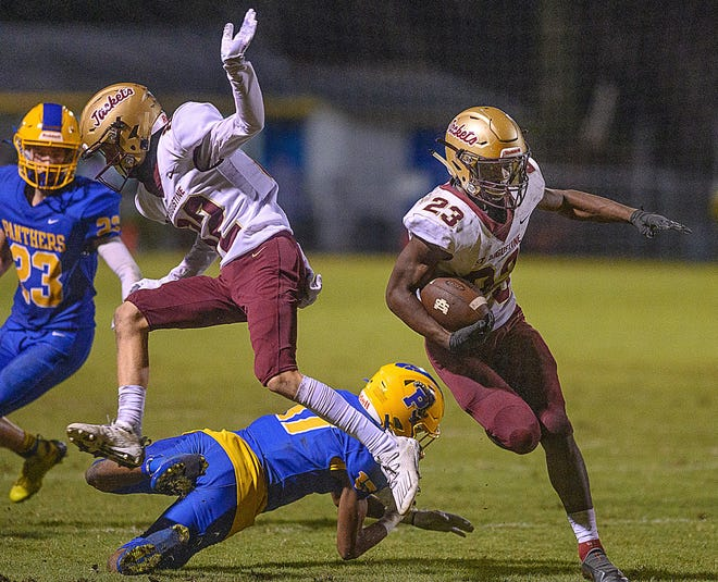 St. Augustine High School running back Aaron Wynn carries the ball in his team's game against Palatka High in Palatka on Friday.