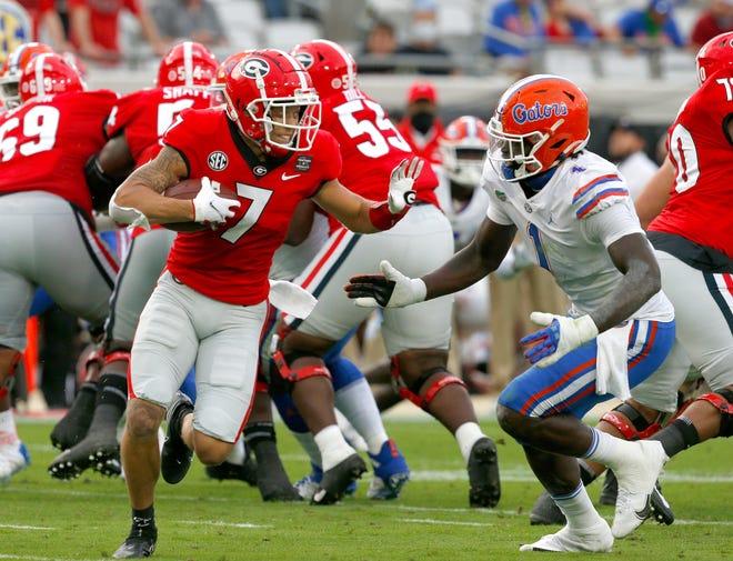 Georgia receiver Jermaine Burton tries to outrun Florida defensive end Brenton Cox Jr. on Saturday at TIAA Bank Field in Jacksonville.