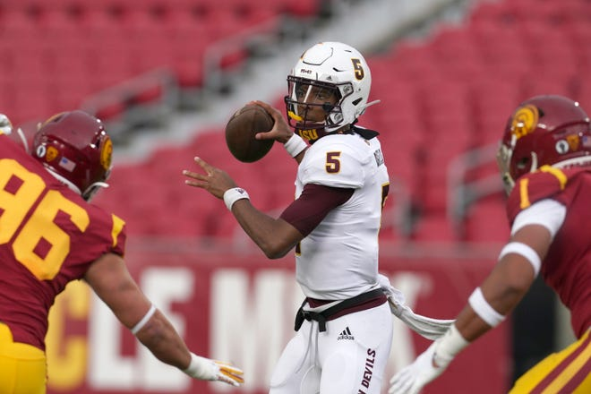 Arizona State Sun Devils quarterback Jayden Daniels (5) throws the ball in the first quarter against the Southern California Trojans at the Los Angeles Memorial Coliseum.