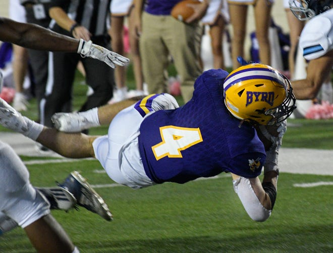 Byrd's William Berry scores a first half touchdown against Airline Friday in a District 1-5A game at Shreveport's Independence Stadium.